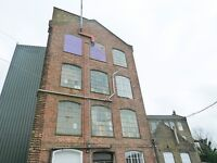 Live work unit to rent in converted warehouse 800sqft, 3rooms and mezzanine located EN5 High Barnet