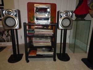 PIONEER STEREO SYSTEM WITH TWO SPEAKER STANDS AND WOOD STAND