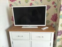white bush 32 inch hd led tv+built in dvd player+freeview+remote+DELIVERY