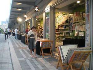 ALLÉE des BOUQUINISTES de la Grande Bibliothèque - BOOKSELLERS