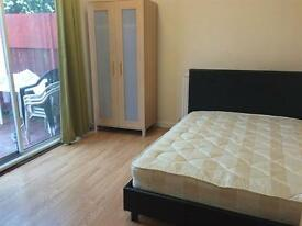 Lovely double room is Golders Green!!Couples welcome!!!