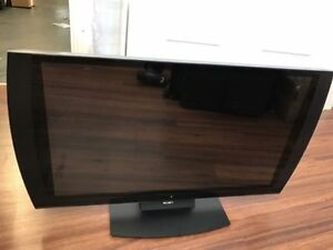 selling 24 inch playstation 3d TV