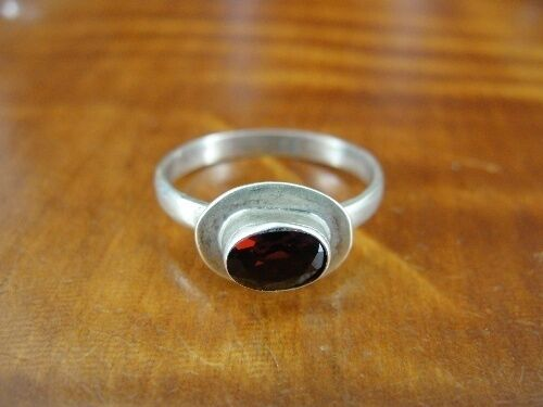 Garnet Red Stone Oval Sterling Silver 925 Ring size 4 1/2