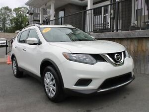 2014 Nissan Rogue S / 2.5L I4 / Auto / FWD **Sporty Styling**