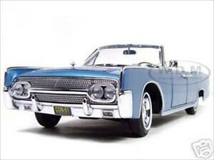 1961 LINCOLN CONTINENTAL LIGHT BLUE 1/18 DIECAST MODEL BY ROAD SIGNATURE 20088
