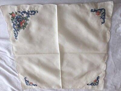 Lenox China AUTUMN embroidered napkin set of 4 measuring 19.5