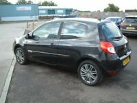 Renault Clio Mk3 breaking all parts arer available
