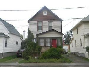 Huge 4 level newly renovated house. close down town P.A students