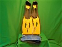 PAIR OF FLIPPERS FOR SNORKELLING ETC. SIZE MED. 38 – 39.