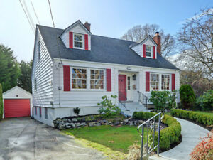 South Oak Bay House for sale: 4 bedroom character home