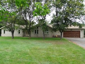 1795 Rosslyn Rd - Open Concept Ranch Style Home - A Must See !!