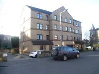 2 bedroom 1st floor flat in leith freshly decorated with private car parking space available now