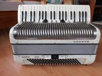 HOHNER CARENA IVM - Accordion Plays well and nicely tuned