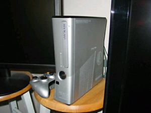 HALO REACH xbox 360 console with 2 controllers