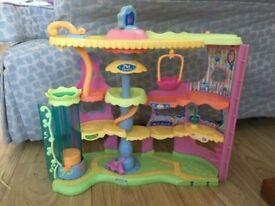 Littlest Pet Shop Round n Round Pet Town Playset