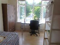 4 bedroom house in Herald Close, Beeston, NG9