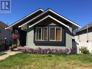 ROOM FOR RENT IN BEAUTIFUL HOME - AUG 1st