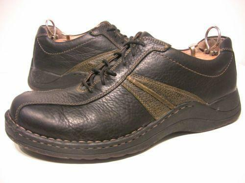 About Women's Clarks Shoes A woman stands in a shoe store having the great debate with herself over whether she should sacrifice comfort for style. Women's Clarks shoes eliminate the need for this because they are made for all-day comfort but still look great with any outfit.