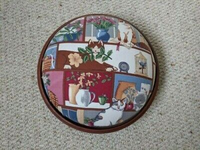A beautiful wood Vintage Round Footstool Excellent Condition 26cm