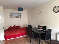 2 bedroom flat in Aaron Hill Road, Beckton