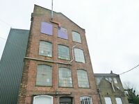 Live work unit to rent, converted Victorian warehouse 720sqft with2 rooms in High Barnet Alston road