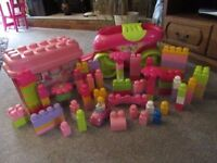 MEGA BLOCKS WITH SUPER WAGON & BOX 110 PIECES PINK SELECTION