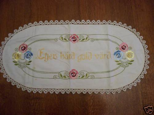 LG GERMAN HAND EMBROIDERED CROCHETED DOILY CENTERPIECE