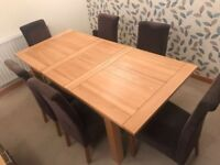 SOLID OAK TABLE NEARLY NEW IMMACULATE CONDITION