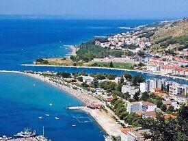 Croatia apartments for rent, Omis next to Split. Dalmatian coastline with sandy beach.