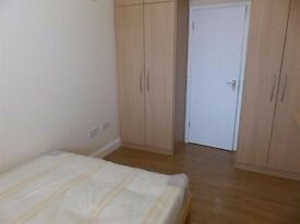 ***Spacious double bedroom en suite available in Osterley*** Couples welcomed