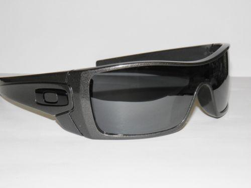 are oakley batwolf polarized