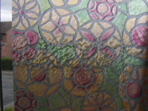 2m-RED-GREEN-CIRCLES-STAINED-GLASS-WINDOW-STICKY-BACK-PLASTIC-SELF-ADHESIV-VINYL