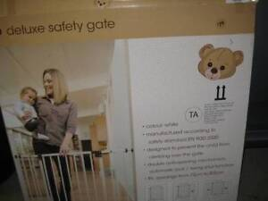 DELUXE SAFETY GATE - NEW IN BOX - rrp $79