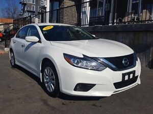 2018 Nissan Altima S / 2.5L I4 / Auto / FWD **Immaculate !!!**
