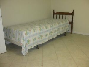 one bedroom close to U of W for female srudent