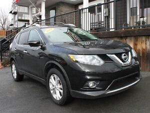 2014 Nissan Rogue SV / 2.5L I4 / Auto / AWD **Winter Ready!**