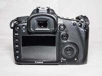 Canon 7D body + battery & charger + 32GB card