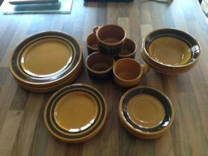Ensemble de vaisselle Vintage Royal Alma Staffordshire England