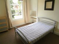 Newly refurbished King sized room in professional house share - HOWARD STREET