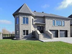 Luxurious House by Golf Course - Sector C - Dix30 (South Shore)