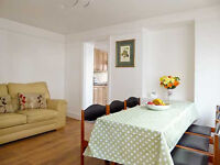 Close to Brighton station and all amenities 3 bedroom holiday house with private parking space
