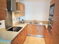 Large double room in Crossharbour
