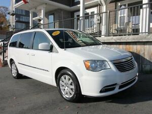 2015 Chrysler Town & Country Touring / 3.6L v6 / Auto / FWD