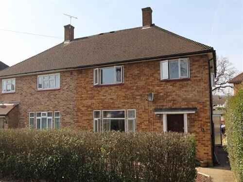 Four bedroom house to rent in Pinner / Watford