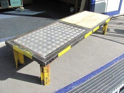 Sofa-Tisch im Industriedesign, Tisch Lowboard Metall Industrie Couchtisch