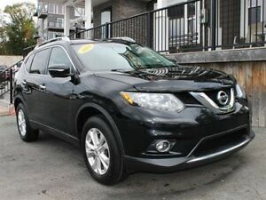 2014 Nissan Rogue SV / 2.5L I4 / Auto / AWD **Safe Year Round**