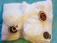 Brand new 3 Piece Spa Set-white - Hotel Fine Bath Fashions (Brand)