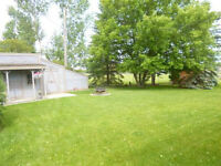 Nothing to do but enjoy country living! Just 8 min south of Wpg