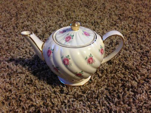 75 Chrome Shop >> Vintage Roses Teapot | eBay