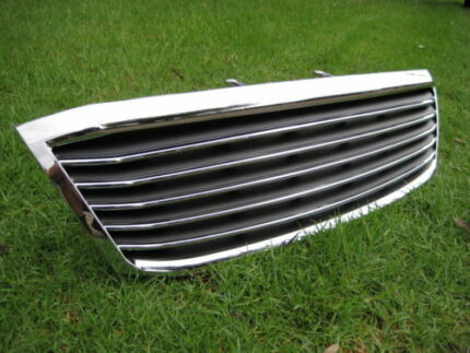 SR5 TOYOTA HILUX CHROME GRILL NEW-parts, lights, bar 2wd& 4wd bar Smithfield Parramatta Area Preview